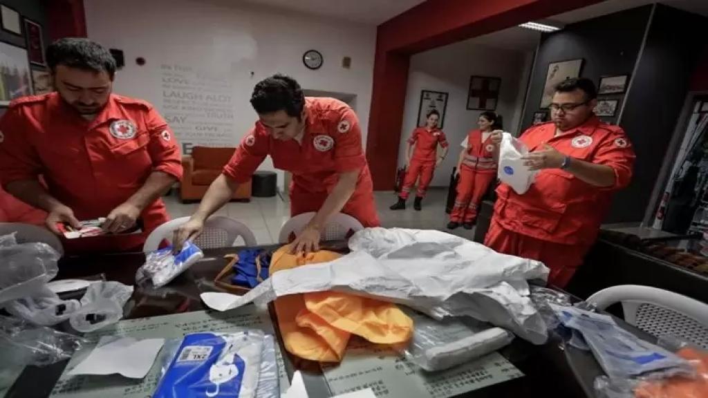 الصليب الأحمر: لا صحة للخبر المتداول عن توقف نقل المسنين المصابين بكورونا لأن الأولولية ليست لهم