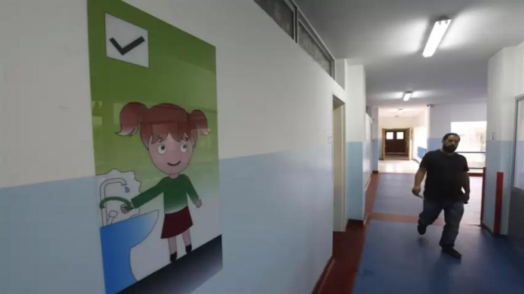 عراجي: المدارس ليست بمنأى عن الجائحة إذ تبيّن أن السلالة الجديدة سريعة الانتشار وتصيب الأطفال كما الكبار (الأخبار)