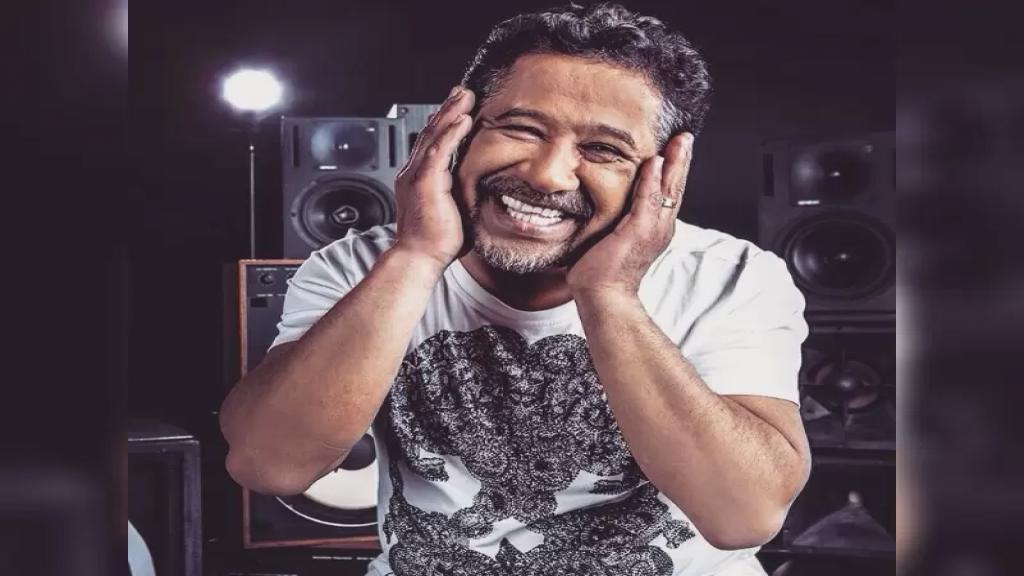 لا صحة لما أُشيع عن وفاة الفنان الجزائري الشاب خالد بحادث سير في دبي