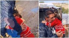 """""""براءة طفلة""""...فيديو لطيف لطفلة سورية في مخيمات اللاجئين في لبنان أثناء توزيع الهدايا في المخيم حيث حضنت صاحب المبادرة دون ان تعرفه: """"ما عطوني لعبة"""""""