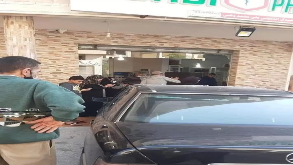 سائق فقد السيطرة على سيارته فاجتاحت صيدلية في عدلون