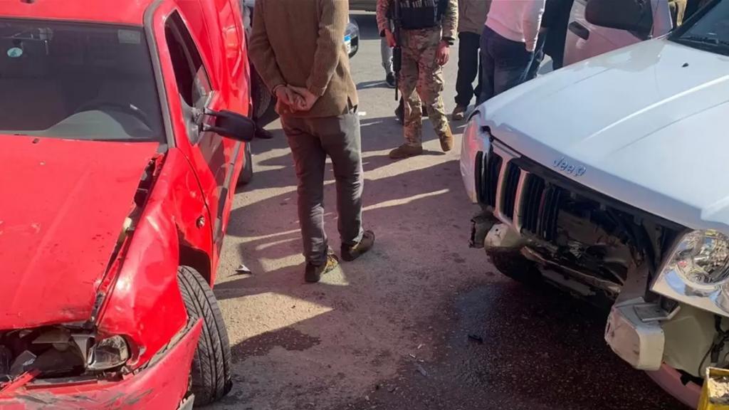 بالفيديو/ سرقوا السيارة وخطفوا عسكرياً كان داخلها.. جريمة مروعة في الفرزل بعد مطاردة كبيرة أسفرت عن وفاة العسكري بإطلاق النار