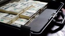 نائب حوّل 4 ملايين دولار إلى الخارج بعيد تدهور الأوضاع منذ أشهر