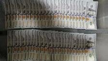 سائق أجرة أقدم على سرقة محفظة تحتوي على 10 آلاف دولارًا اميركياً في الدورة وقع في قبضة قوى الأمن