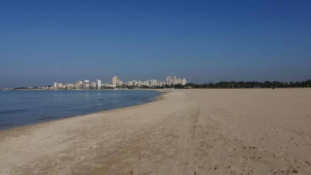 بالصور/ الإلتزام بقرار الإقفال العام من أمام شواطئ صور، الرميلة، الجية والدامور