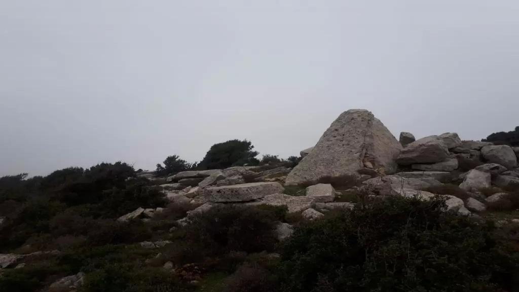 """إكتشاف مدفن ميغاليتي في أعالي وادي الدير العكاري...""""تعود إلى 4000 سنة قبل المسيح"""""""