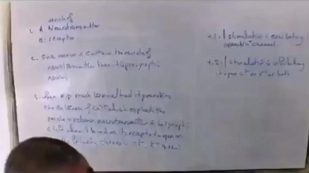 """فيديو طريف لأستاذ لبناني يصرّ على إجراء الامتحانات تحت كل الظروف: """"حتى لو صار في حرب بيننا وبين اسرائيل حتى لو طلع في بركان ببرج البراجنة بدنا نعمل الإمتحان"""""""