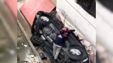 بالفيديو/ انقلاب سيارة أمس داخل مشروع سكني في حارة صيدا ونجاة الأم وطفلتيها بأعجوبة والجيران هبّوا لإنقاذ الجرحى