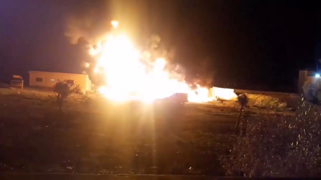 بالفيديو/ مشاهد للإنفجار الذي وقع في بلدة القصر اللبنانية مع الحدود السورية والذي قيل انه خزان محروقات