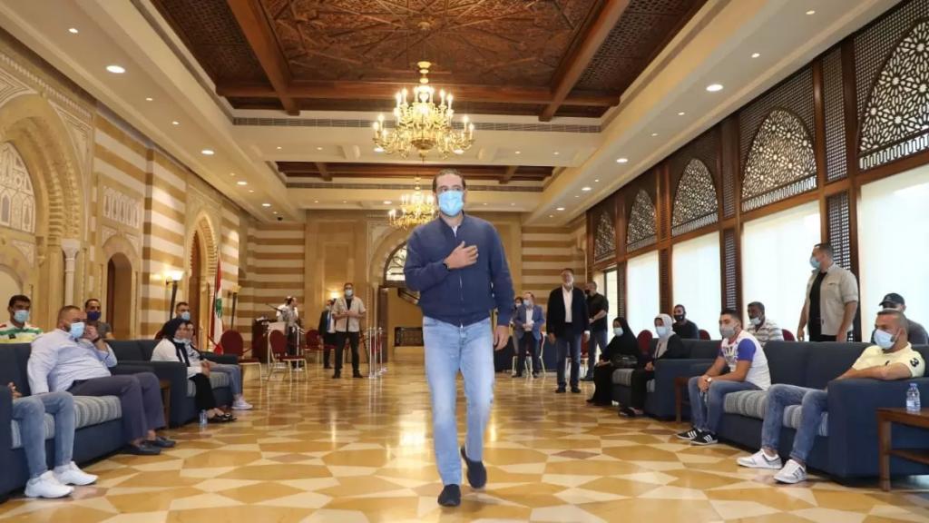 الحريري وصل في زيارته للإمارات الى نيل موافقة أولية تسمح للبنان بالحصول على نحو مليون جرعة من اللقاح الصيني خلال أسابيع مجاناً (الأخبار)