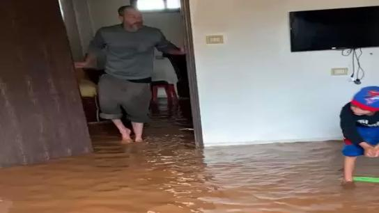 بالفيديو/ المياه تغرق منزل في عيتا الشعب