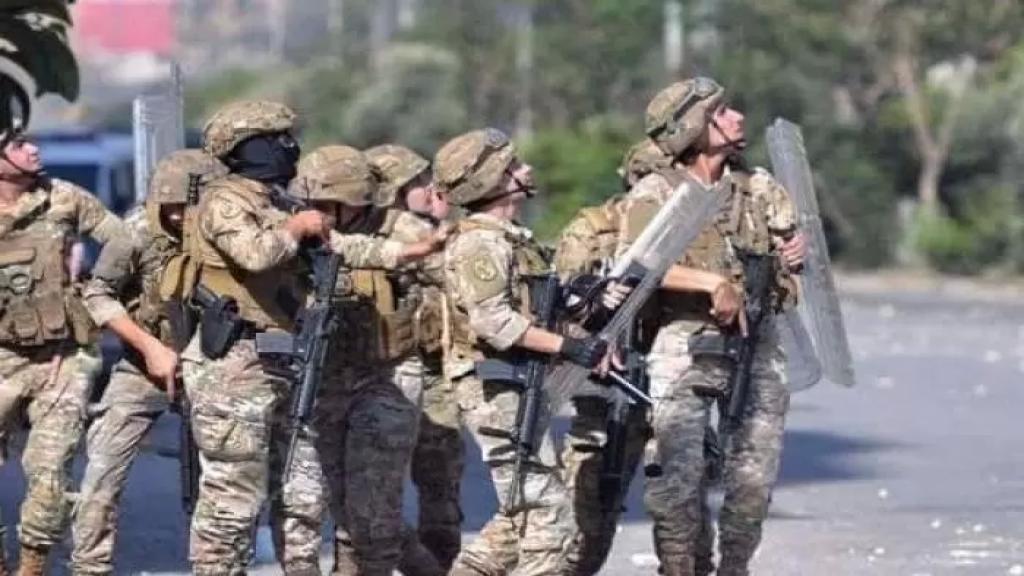 """""""أطلق النار بإتجاه الدورية""""..الجيش يوقف شخص في بلدة نبحا - البقاع أقدم على إطلاق النار على 3 أشخاص ما أدى إلى مقتل أحدهم وإصابة الآخرين في حي السلم قبل أكثر من شهر"""