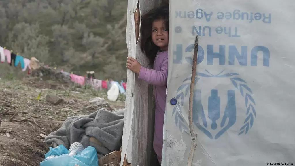 """انقسام في لبنان حول حق النازحين واللاجئين بالحصول على لقاحات.. """"من شروط قرض البنك الدولي مساعدة المناطق التي يوجد فيها نازحون"""" (الشرق الأوسط)"""