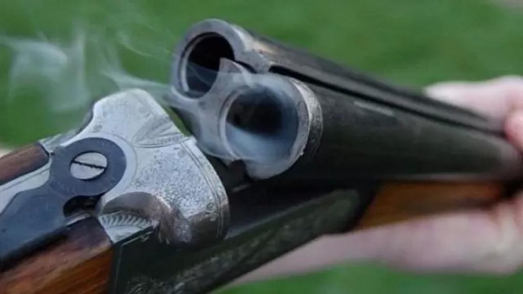 """جريح بطلق ناري من بندقية صيد عن طريق الخطأ في كفركلا....""""سبب أضراراً جسيمة في وجهه وأسنانه"""""""