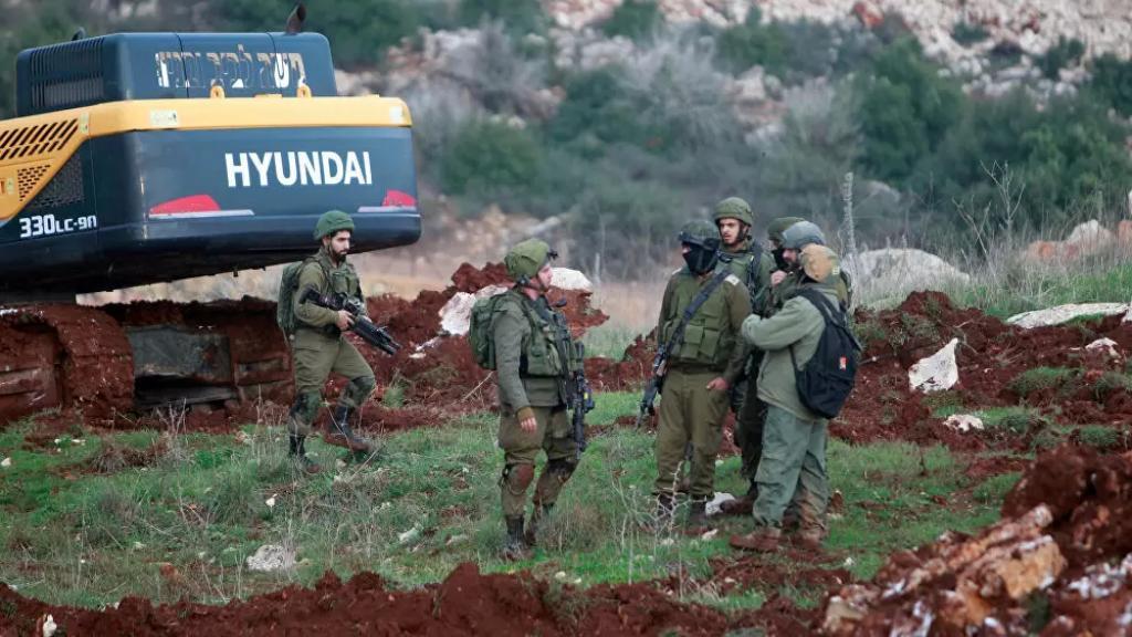 بعد دجاجة حسين.. 15 عنصر من جيش الإحتلال الإسرائيلي يستولون على 7 أبقار عند الوزاني!