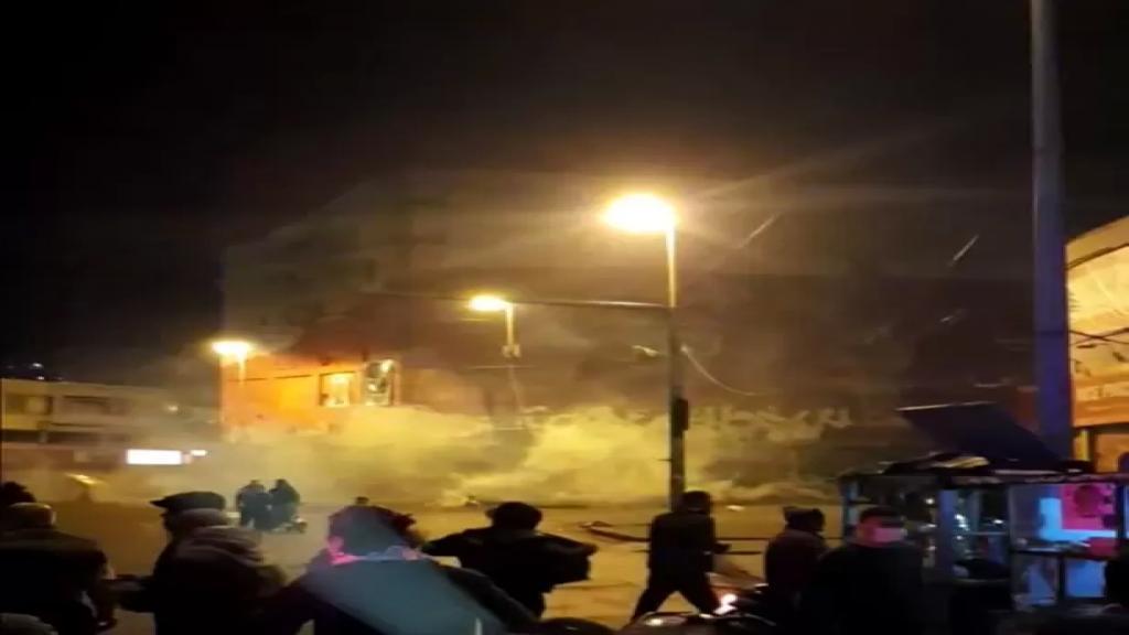 تجدد المواجهات العنيفة في طرابلس بين القوى الأمنية والمحتجين وقطع اوتوستراد المنية (الوكالة الوطنية)