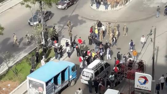 بالفيديو/ إشكال بين عناصر قوى الامن الداخلي وعدد من المتظاهرين في الزاهريه - طرابلس