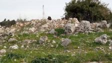 دبابة اسرائيلية خرقت السياج في محلة كروم الشراقي في ميس الجبل وانتشر اكثر من 10 جنود بين الخط الازرق والسياج الشائك برفقة كلاب بوليسية