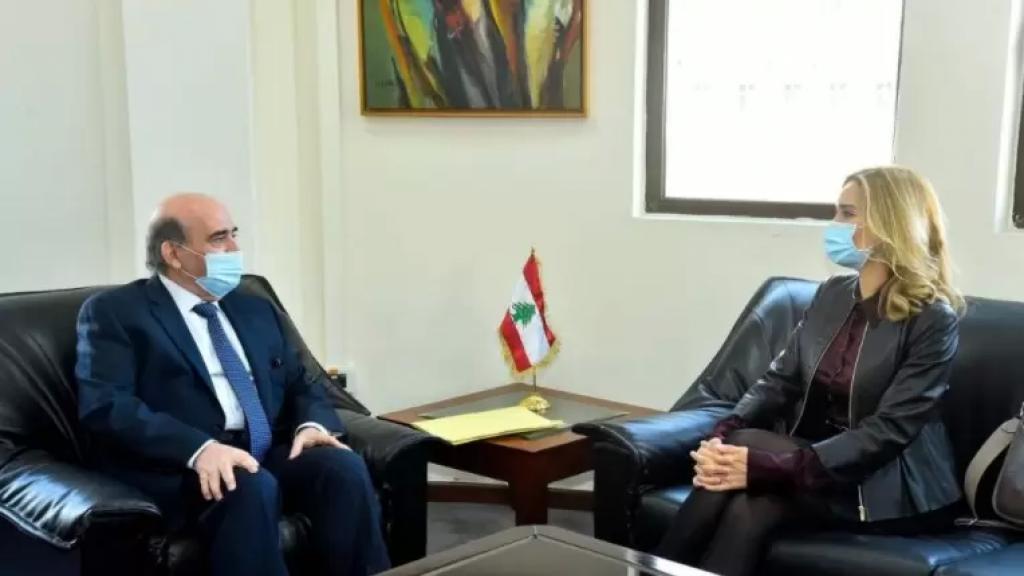 سفيرة سويسرا لدى لبنان أبلغت وزير الخارجية أنّها بادرت الى تسليم الطلب الرسمي السويسري للمساعدة القضائية اللبنانية في تحقيق جار حول عمليات تحويل أموال في مصرف لبنان