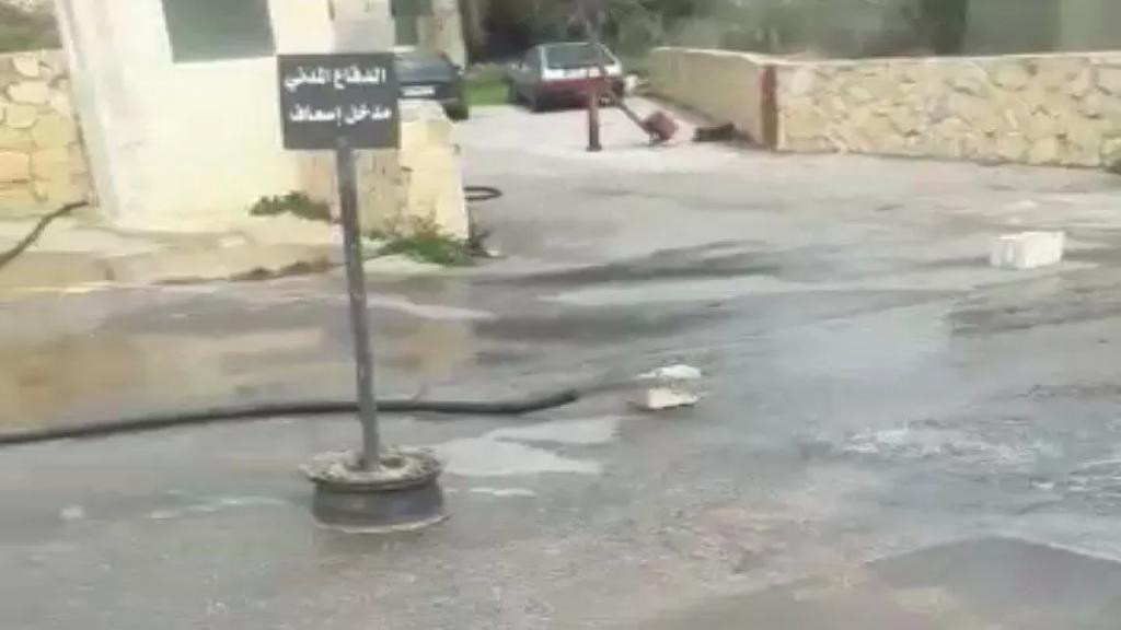 بالفيديو/  افراغ الجورة الصحية التابعة لسراي بنت جبيل الحكومي في الشارع العام