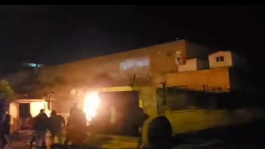 ارتفاع حدة المواجهات في طرابلس.. القوى الأمنية أطلقت النار في الهواء بعد رمي المحتجين قنبلة مولوتوف