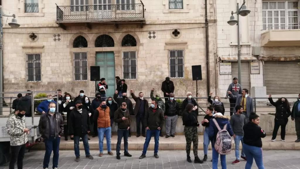 اعتصام لمحتجين على الأوضاع الاقتصادية والمعيشية والغلاء في ساحة المطران في بعلبك