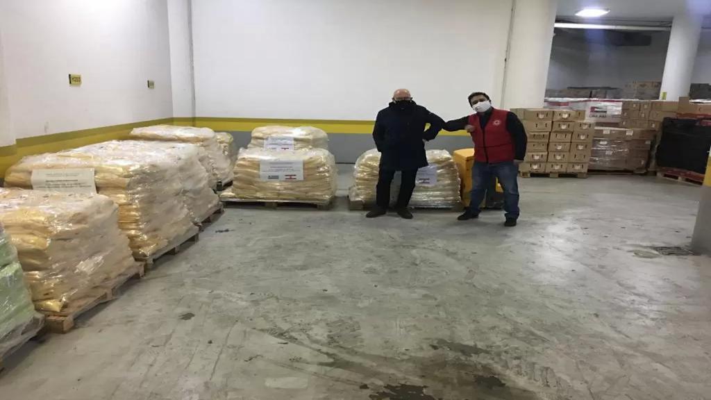 الصليب الاحمر تسلم شحنة مساعدات مقدمة من الأوروغواي..تحتوي على حفاضات أطفال ودقيق الذرة وسيتم توزيعها على العائلات المحتاجة والمتضررة جراء تفجير المرفأ