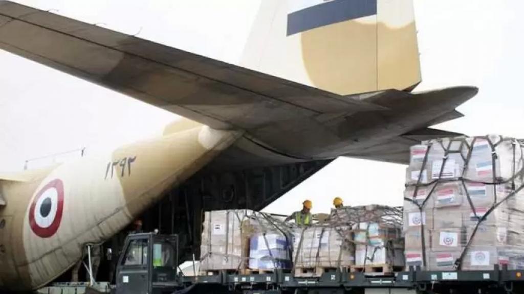 وصول 3 طائرات مساعدات من مصر والجامعة العربية الى مطار بيروت تحمل مستلزمات وأدوات طبية