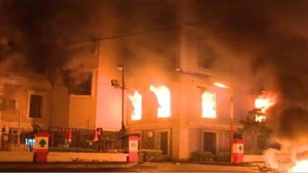 مصدر أمني للـ MTV: أسماء من أحرقوا بلدية طرابلس وصورهم باتت في حوزة القوى الأمنية وبعضهم من غير اللبنانيين