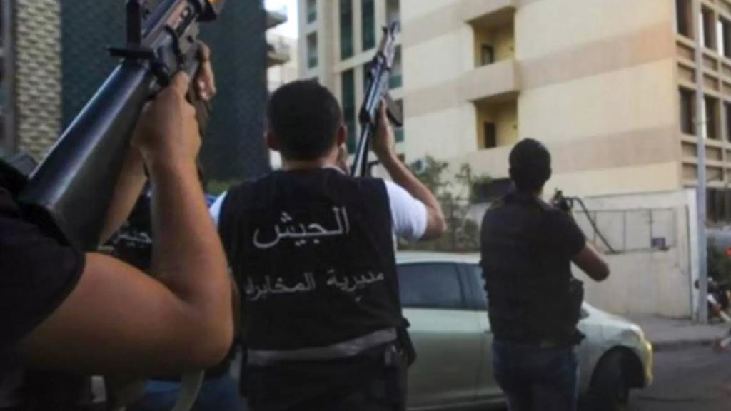 قوّة كبيرة من استخبارات الجيش في الجنوب توقف استاذ «تربية» بتهمة التعامل مع الاحتلال الإسرائيلي وجرى نقله إلى فرع التحقيق في اليرزة
