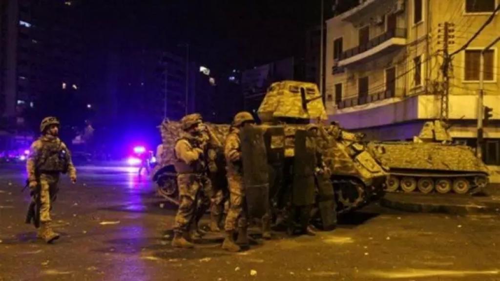 انتشار كبير للجيش اللبناني في طرابلس مع تجدّد الاحتجاجات أمام السرايا