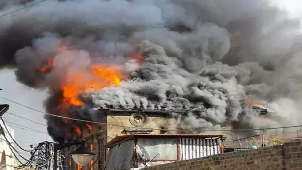 مأساة في طرابلس...حريق هائل داخل منزل يودي بحياة شخصين!