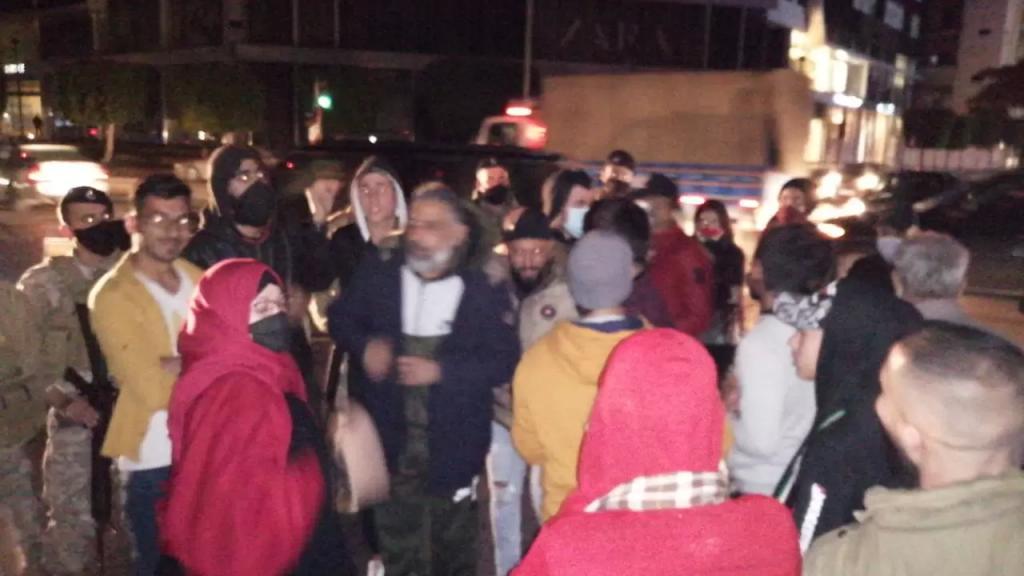 تجمع لمحتجين في ساحة تقاطع ايليا