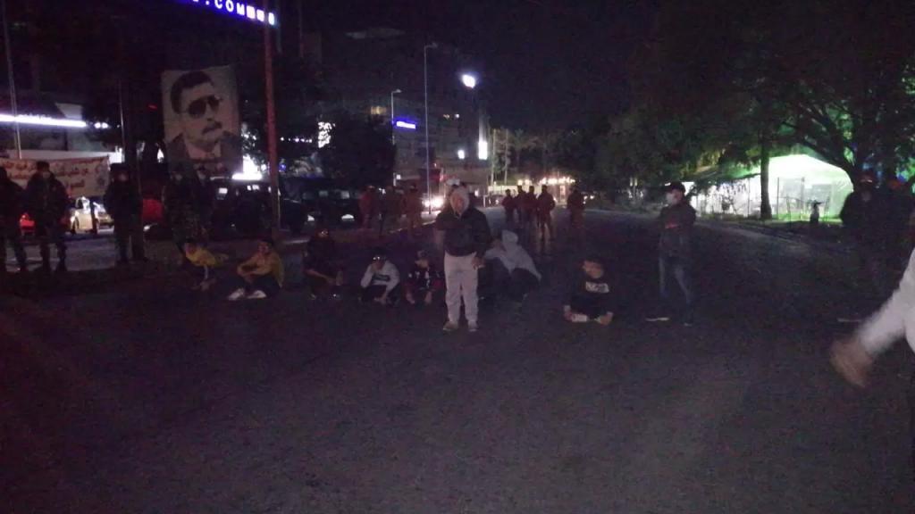 محتجون قطعوا بأجسادهم دوار ايليا في صيدا
