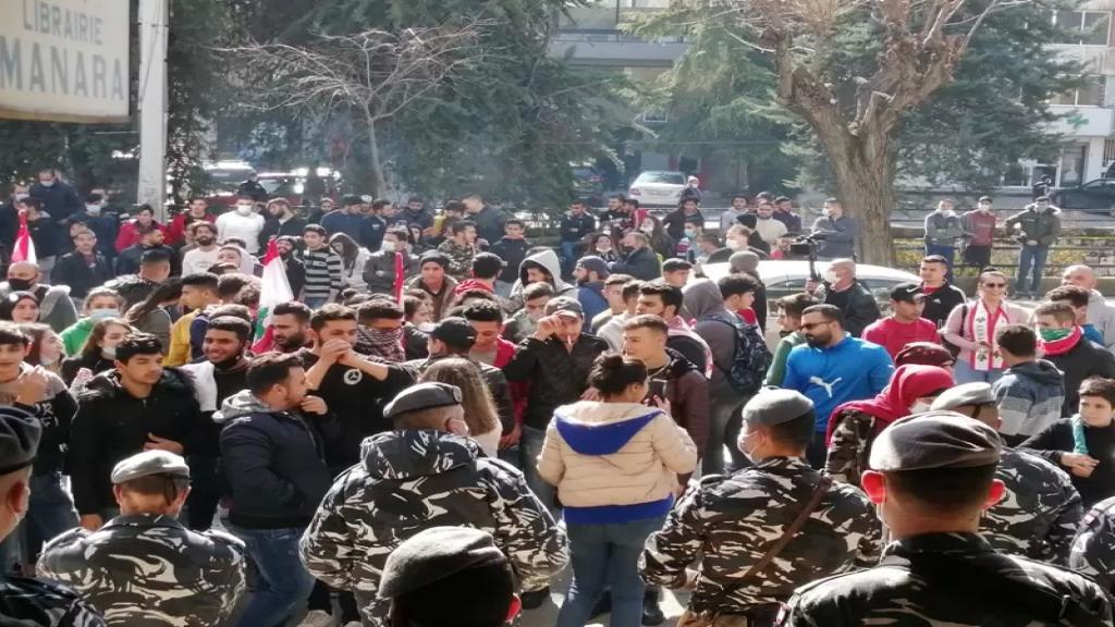 تظاهرة طالبية في زحلة رفضا لقرار وزير التربية  بزيادة ساعات التعليم عن بعد