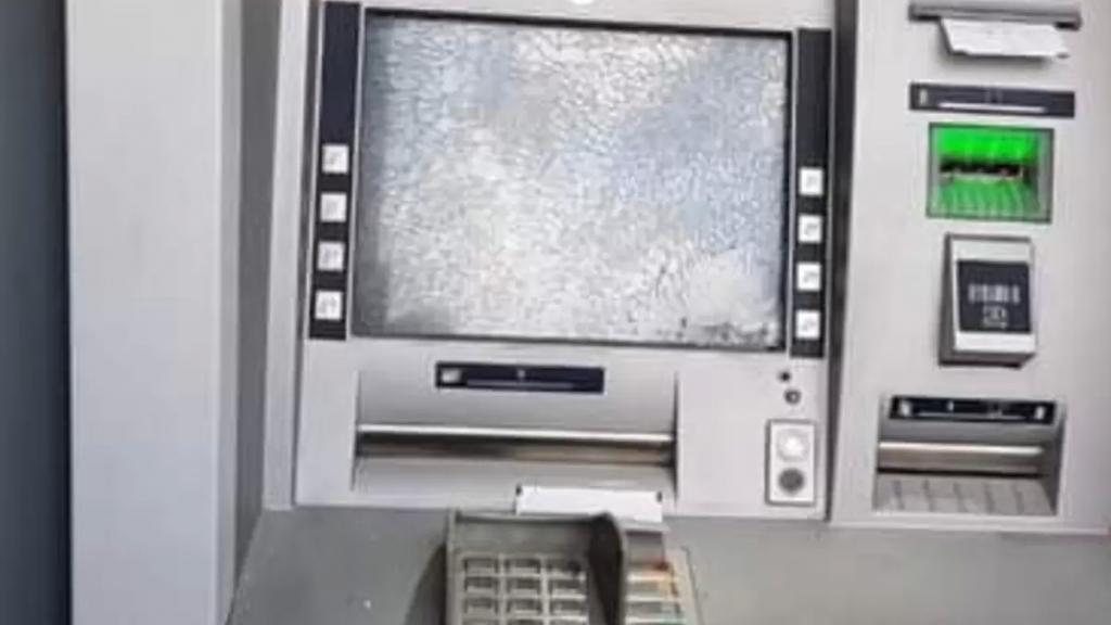 بالفيديو/ مواطن اطلق النار على صراف آلي تابع لاحد المصارف في بعلبك لعدم توافر الأموال فيه!