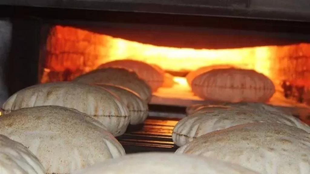 """نقيب الأفران والمخابز: """"بحال تابع سعر القمح """"تحليقه"""" فإنّ سعر ربطة الخبز في لبنان سيتخطّى الـ3000 ليرة""""!"""