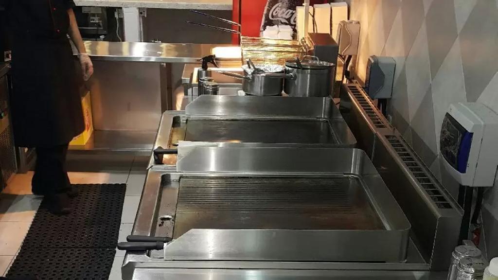 تُقدر بحوالى 90 مليون ليرة... مجهولون سرقوا معدات مطعم في بعلبك بعد الدخول إليه بواسطة الكسر والخلع