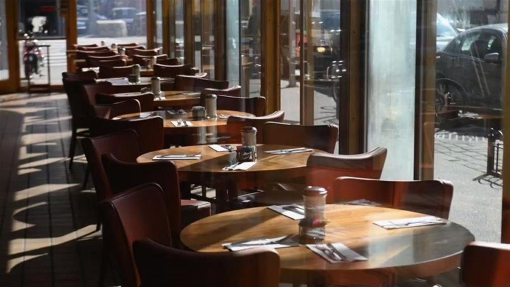 صالات المطاعم ستبقى مقفلة بشكل كامل... وزارة السياحة: السماح للمطاعم بالعمل 24 ساعة من خلال خدمتي الـ Delivery والطلب من السيارات