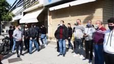 وقفة احتجاجية لتجار صور استنكارا لعدم استثنائهم من قرار الفتح التدريجي