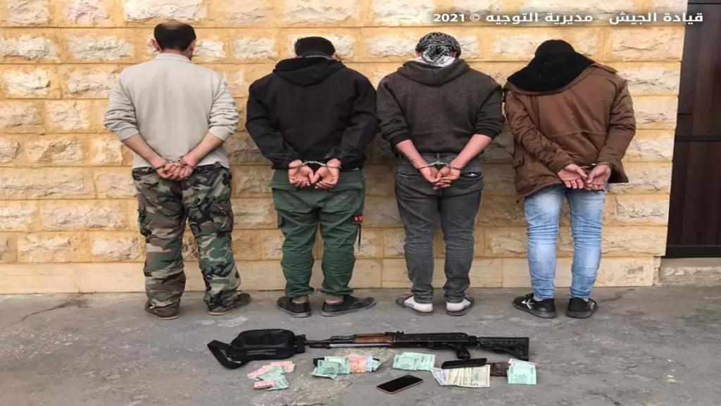 يتعرضون للمارة ويسرقون سياراتهم..الجيش يوقف 4 أشخاص يؤلفون عصابة في منطقة زغرين - الهرمل