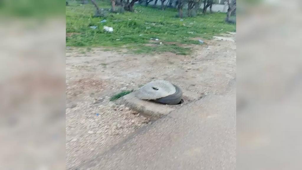 مجهولون سرقوا أغطية الصرف الصحي في زيتون طرابلس - أبي سمراء ما أدى لحوادث سير عدة وتضرر السيارات