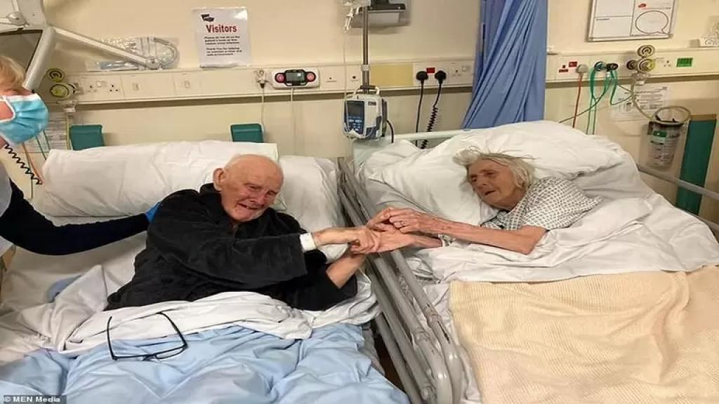 تُلخص مسيرة 70 عاماً من الحب... صورة مؤثرة لزوجين توفيا بفيروس كورونا بفارق 3 أيام فقط !