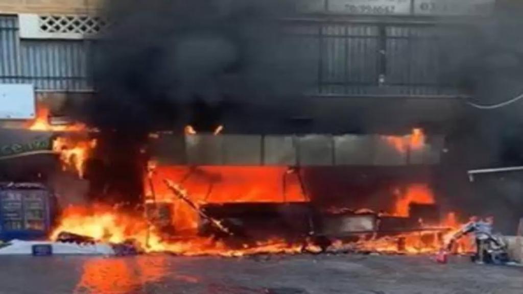 بالفيديو/  اندلاع حريق كبير في فرن على طريق الشويفات بسبب احتكاك كهربائي...امتد الى الشقق السكنية والمحال التجارية الملاصقة