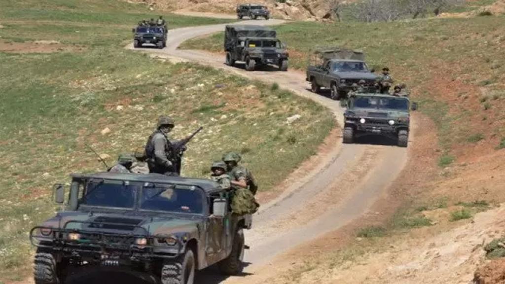 التايمز: بريطانيا أرسلت 100 عربة مصفحة وفريقاً من المظليين للبنان للمساعدة في حراسة الحدود مع سوريا