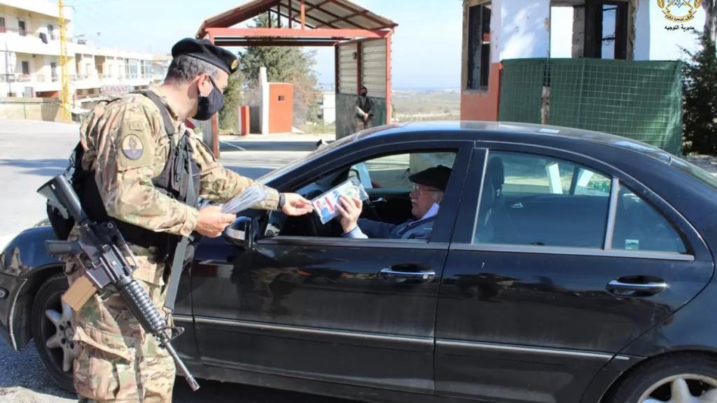 بالصور/ توزيع 5000 كمامة طبية مقدمة هبة من السلطات الاميركية لصالح الجيش على المدنيين للوقاية من كورونا