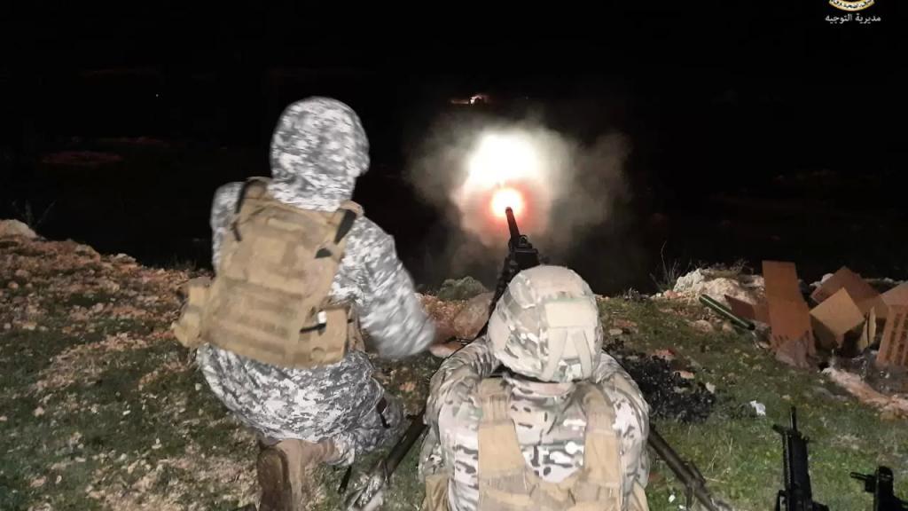 بالصور/ الجيش اللبناني يجري تمارين تدريبية في مدرسة القوات الخاصة لعناصر دورة القتال في الاماكن المبنية والآهلة تخللها استعمال ذخيرة حية