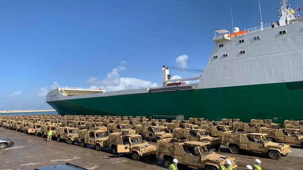 """بالصور/ وصول 100 عربة مدرعة إلى لبنان من بريطانيا من نوع """"لاند روفر"""" بالإضافة إلى طاقم أفراد بريطاني لتدريب القوات المسلحة اللبنانية على إستخدامها"""
