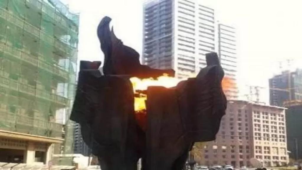 إضاءة الشعلة مكان إغتيال الرئيس الحريري في السان جورج
