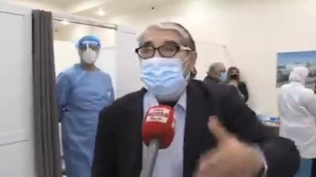 """بالفيديو/ أبو سليم بعد تلقيه اللقاح: """"بيغلط يلي ما بيتطعم...هيدي حماية الكن"""""""